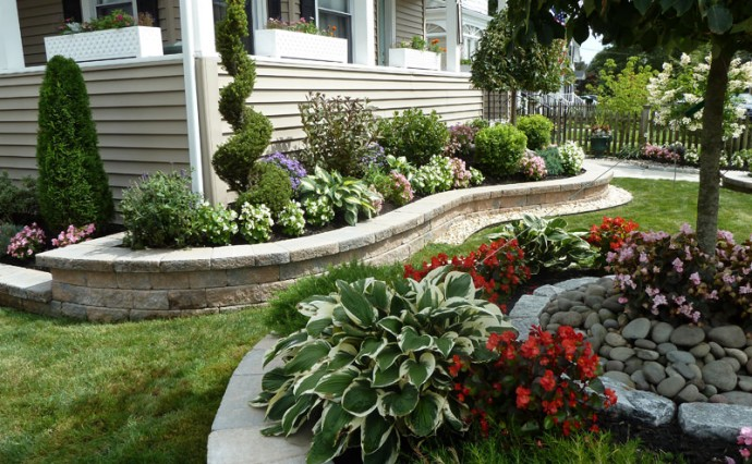 4 Landscape Design Tips for Your Front Yard